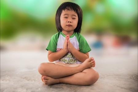 小女孩 祈祷 希望 宗教 崇拜 可爱 儿童 孩子 打坐 5K图片