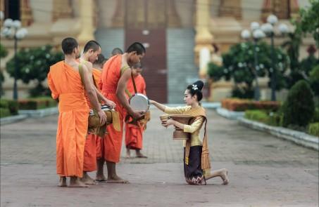 和尚 女孩祈祷 曼谷 相信 佛教 6K图片