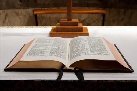 桌子的圣经图片