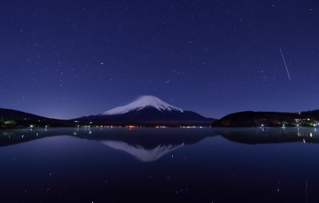 双子座流星和富士山 山中湖4k风景高端电脑桌面壁纸