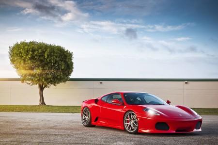 红色法拉利F430 树 阳光 天空 4K跑车超高清壁纸推荐