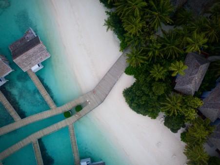 鸟瞰图 海边 小岛 森林 桥 4k风景高端电脑桌面壁纸