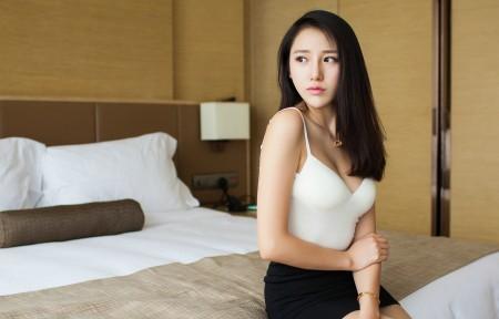 刘奕宁Lynn 白色内衣 黑色短裙 3440x1440美女超高清壁纸精选