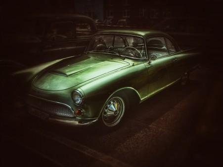 黑暗 夜晚 绿色旧汽车 4k图片