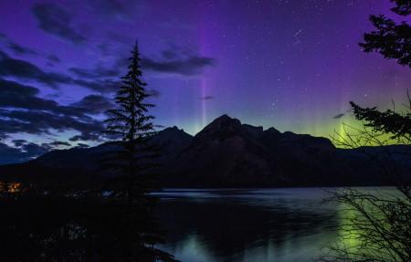 加拿大艾伯塔省班夫国家公园 极光风景4K高端电脑桌面壁纸