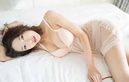 栗子Riz 性感睡衣美女4k高端电脑桌面壁纸