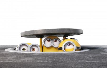 三个可爱小黄人打开井盖高清8K壁纸超高清图片下载7760x4000