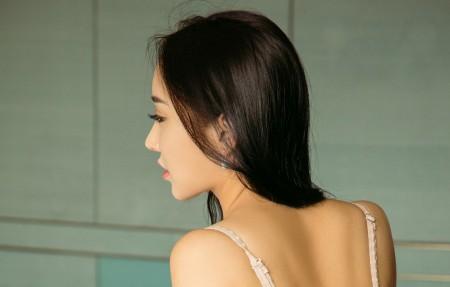 Toya 美背美女4k高端电脑桌面壁纸
