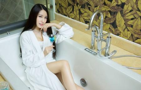 刘奕宁Lynn 浴袍 浴缸 4k美女高端电脑桌面壁纸