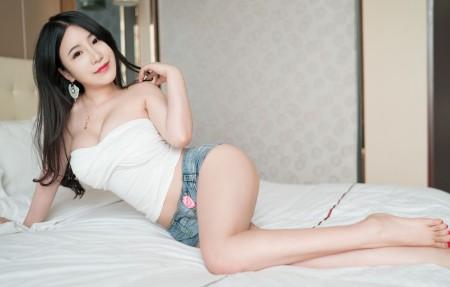 谢芷馨 牛仔短裤美女4k高端电脑桌面壁纸