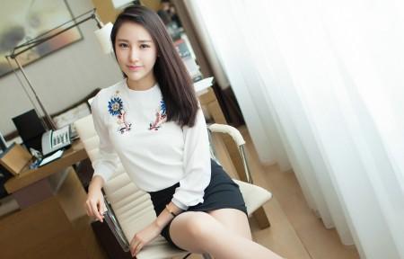 长发清新美女刘奕宁3440x1440桌面超高清壁纸推荐