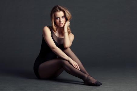 女人 女郎 坐 尼龙裤袜 黑裤袜 国外美女5k高端电脑桌面壁纸