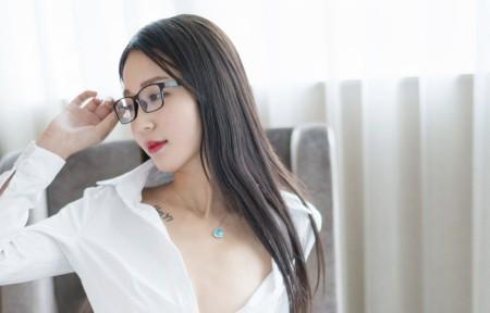 白衬衫长发美女白沫3440x1440超高清壁纸精选