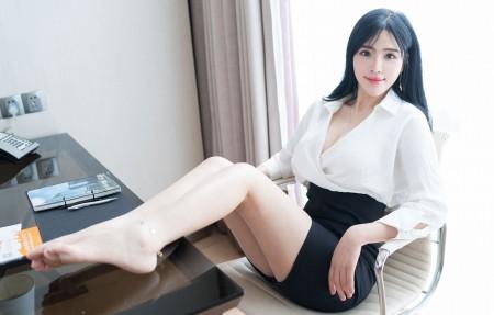 办公室美女刘钰儿4k高端电脑桌面壁纸