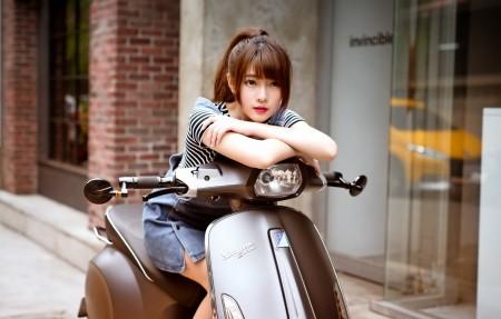 街道,摩托车,女孩,4K美女高端电脑桌面壁纸
