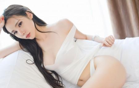 萌琪琪Irene 白色内衣性感美女写真4K超高清壁纸精选