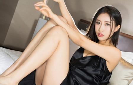 梦珊 黑色睡衣美女美腿4K高端电脑桌面壁纸