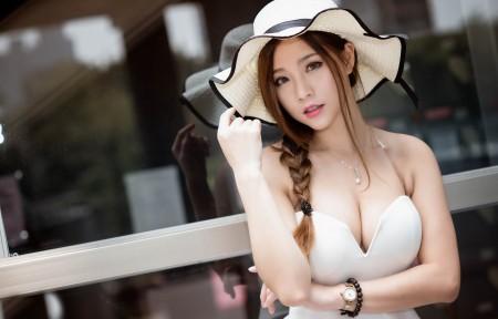 性感女模特黑发长发帽子白裙户外摄影4K美女壁纸超高清图片下载