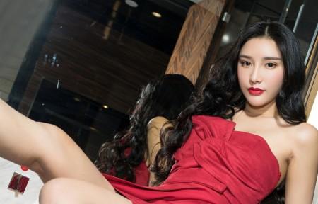小西红色礼服裙子美女3440x1440高端电脑桌面壁纸