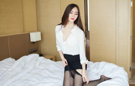 SISY思 白衬衫黑色短裙丝袜美腿写真3840x2160超高清壁纸精选