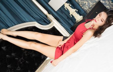 汤怡 粉色睡衣性感美女4K超高清壁纸精选