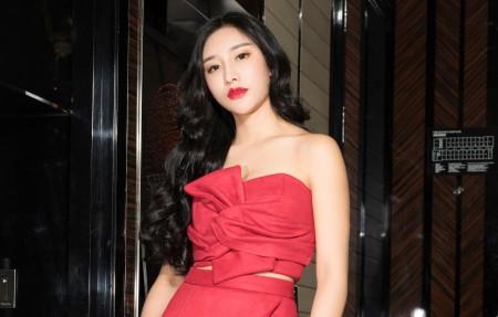 小西红色礼服性感美女4k高端电脑桌面壁纸