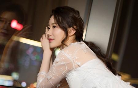 江琴 长发白色裙子3440x1440美女高端电脑桌面壁纸