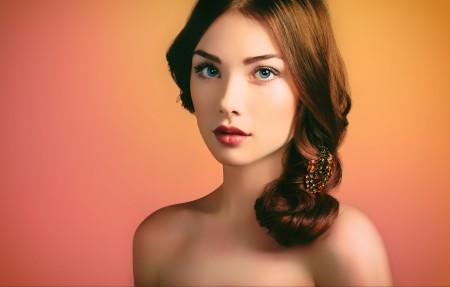 蓝眼睛,裸露的肩膀,美女模特4k高端电脑桌面壁纸