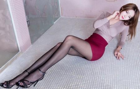 Winnie小雪黑色丝袜美腿写真4K超高清壁纸精选