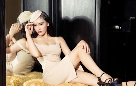 连衣裙性感美女模特小西4K高端电脑桌面壁纸