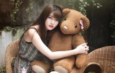 清纯女孩泰迪熊4K美女超高清壁纸精选