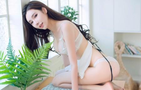 萌琪琪Irene 居家可爱性感美女 白色内衣4K美女高端电脑桌面壁纸