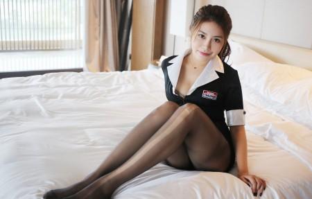 床上黑色丝袜美女模特许诺Sabrina 4K高端电脑桌面壁纸