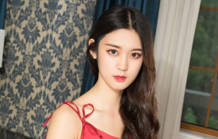 红色睡裙美女模特,汤怡4K高端电脑桌面壁纸