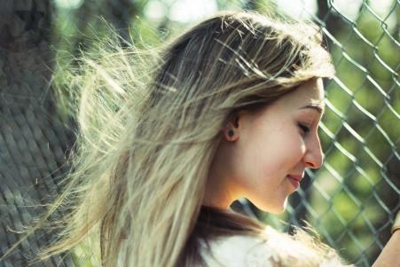 金发 女孩 微笑 4K超高清壁纸精选