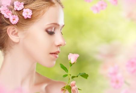 女孩的脸 特写 花朵 唯美 5K美女高端电脑桌面壁纸