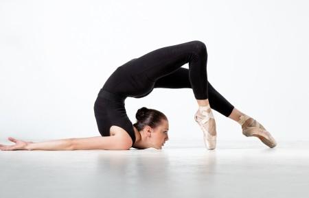 舞者 杂技演员 姿势 5K美女高端电脑桌面壁纸