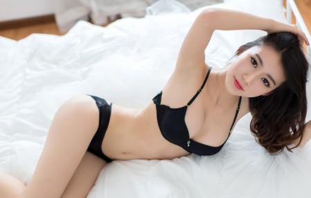 黑色内衣性感美女 邓雪sweet 4K高端电脑桌面壁纸