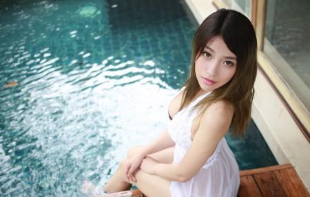 许诺Sabrina 泳池性感美女 4K超高清壁纸精选
