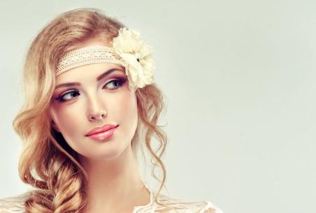 化妆 女孩 微笑 花 气质美女4K高端电脑桌面壁纸