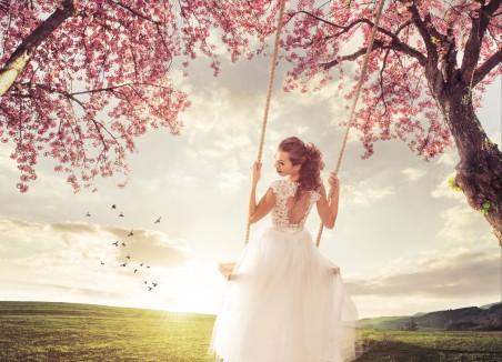 美丽的新娘在春天的草地 挡秋千 摆动 4K美女超高清壁纸精选