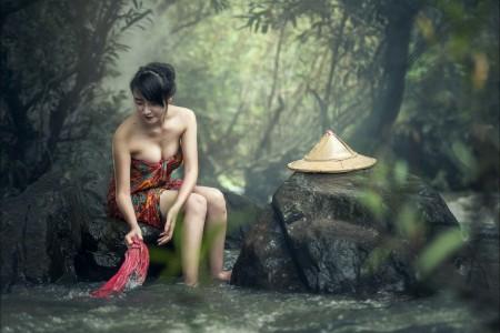 沐浴 柬埔寨 瀑布 可爱脸儿美女6K高清壁纸极品游戏桌面精选