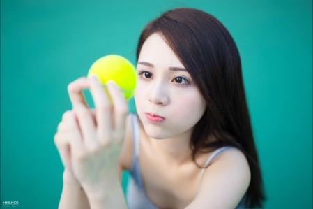 拿着网球 嘟嘴 可爱网球美女5K超高清壁纸精选5472x3648