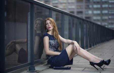 长腿美女模特 连衣裙 4K美女高端电脑桌面壁纸