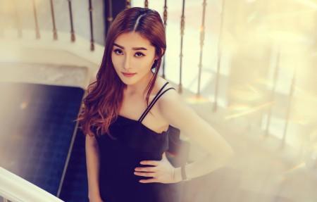 长发 黑色裙子美女4K高清壁纸极品游戏桌面精选