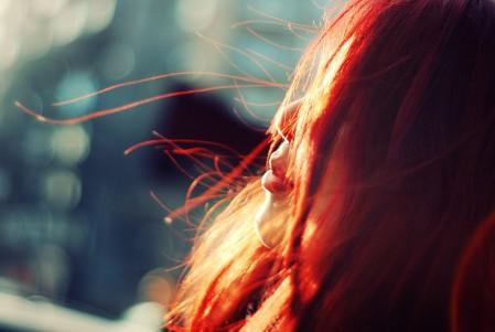红发女孩4K美女图片