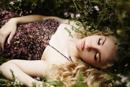 自然森林,女孩,睡眠,草地,睡裙礼服,女孩午睡图片