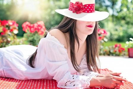 漂亮的女人 夏天 太阳 户外 健康 5K美女高端电脑桌面壁纸