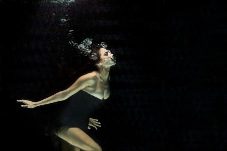 水下美女摄影唯美艺术图片4K高端电脑桌面壁纸