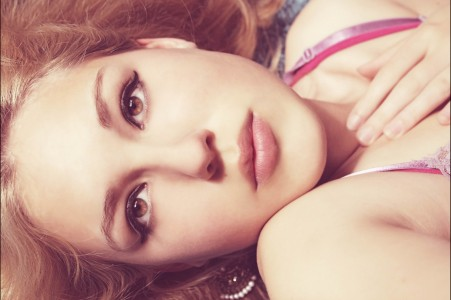 女孩 躺着 面妆 4K美女图片